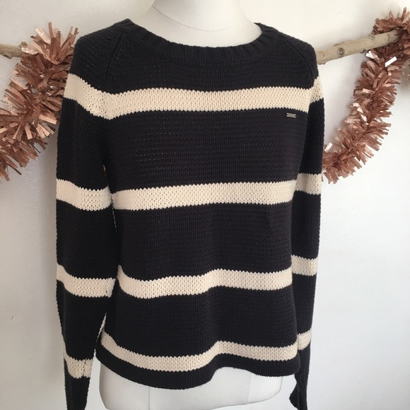 VOLCOM sweater/excellent condition